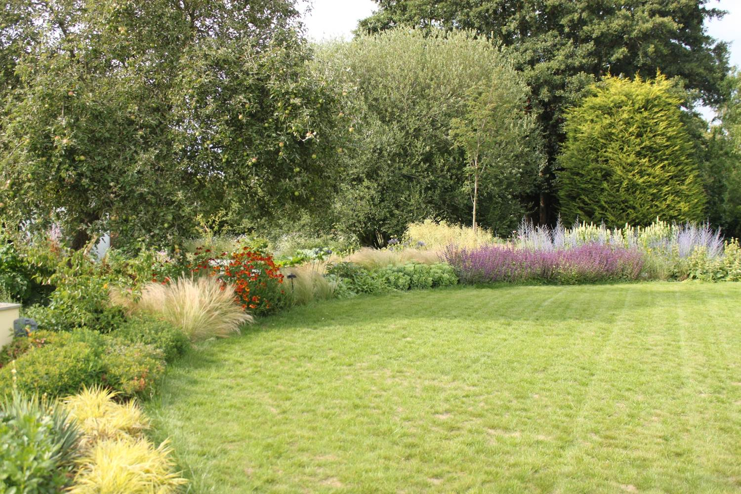 holistic garden design planting well naturally accent